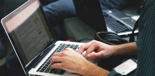 hire copywriter online